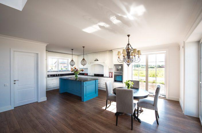 Hvit kjøkkenmøbler. LHM Interior