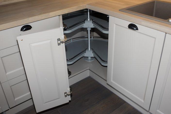 Kitchen LHM2. Corner cabinet mechanism.