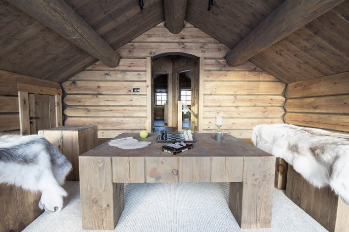 Møbler av tømmer. LHM Interior