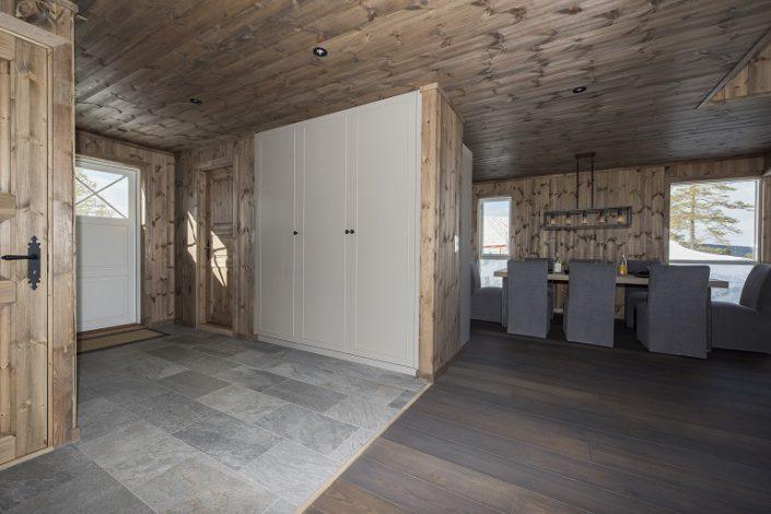 Hvit skap. Møbler til bolig og hytte. LHM Interior