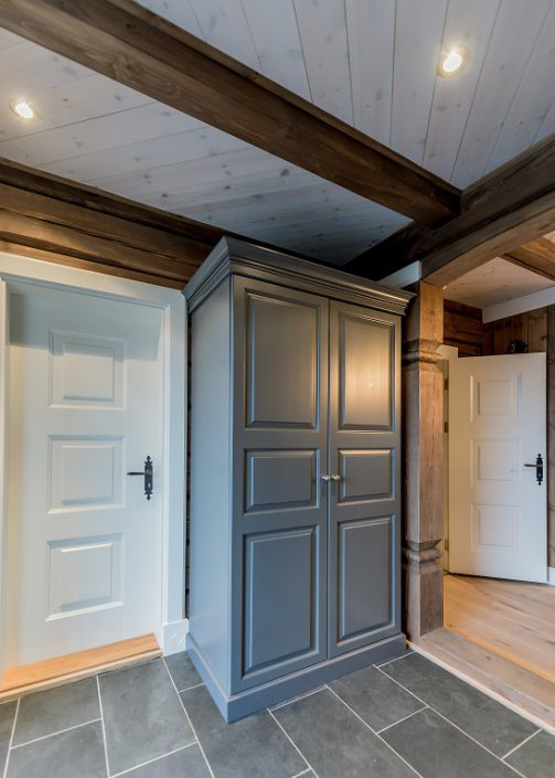 Skapene til hytte. LHM Interior