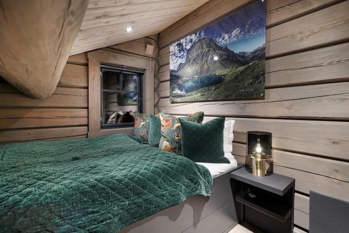 Single bed. Cabin furniture. LHM 4