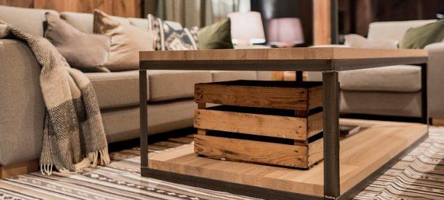Oak coffee cabin table