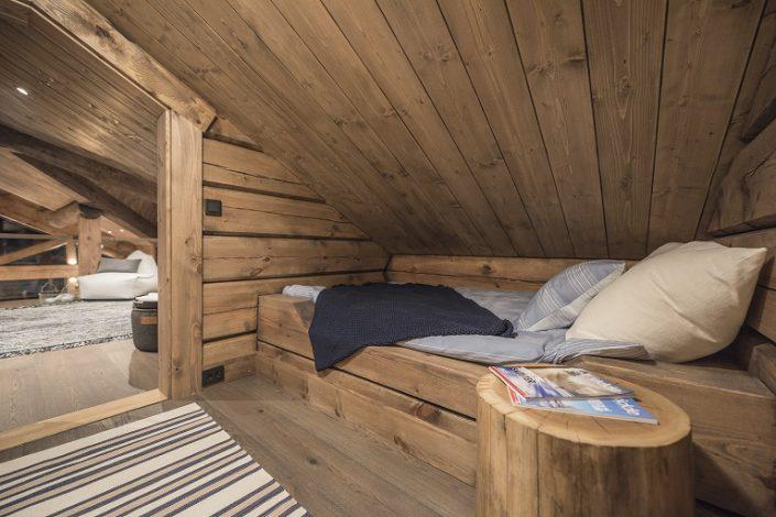 Enkeltseng LHM1. Møbler til hytte.