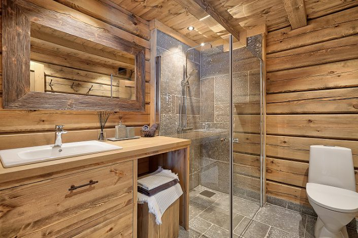 Pine bathroom furniture in cabin