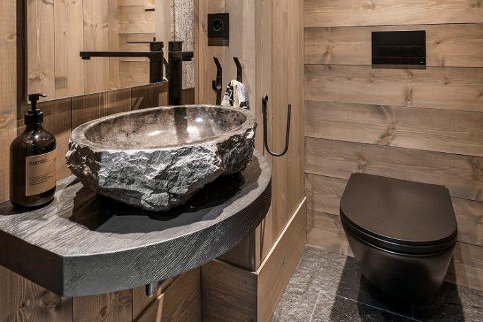 Bath. LHM4. LHM Interior